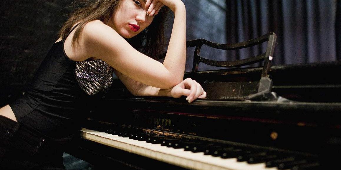 【转载分享】YouTuBe上一位日本小姐姐  737Guam 的钢琴演奏堪称标准范例  ==  古典篇